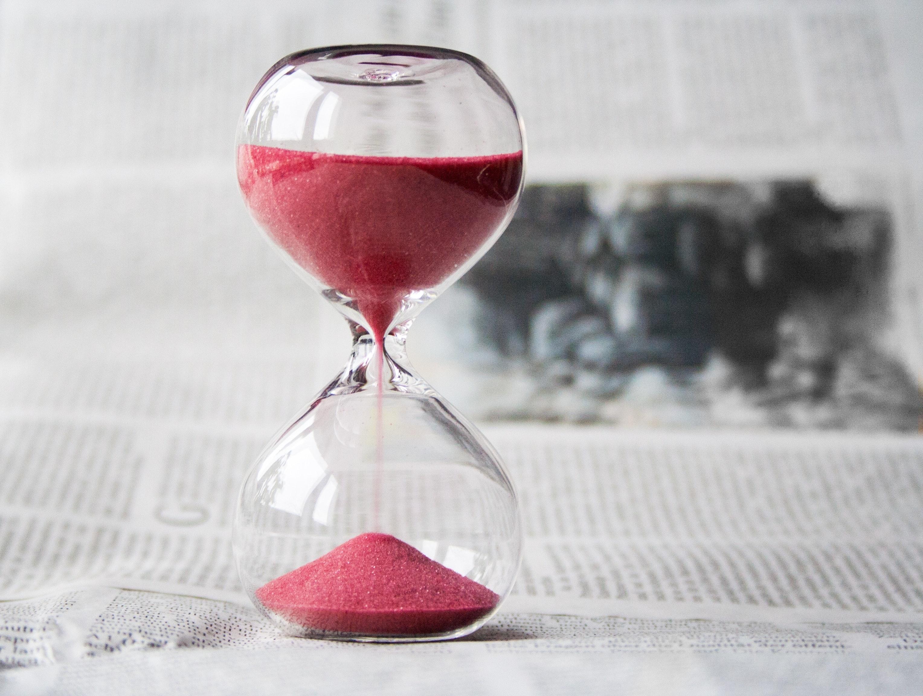 glass-hourglass-hours-39396-min